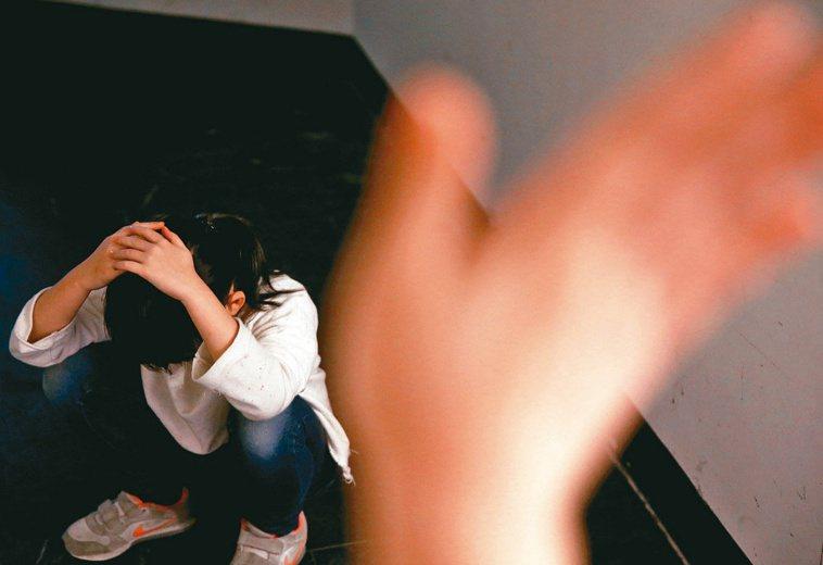 兒少被性侵害案件常隱身見不得光,有通報的案件僅是冰山一角。圖為情境照。本報資料照...