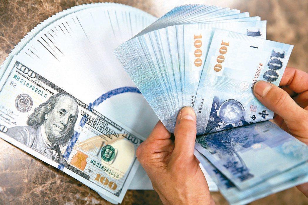 近一月境外資金匯回增五成。(本報系資料庫)