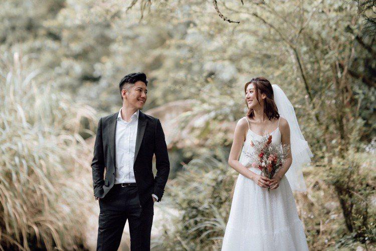 35歲的林逸欣與科技新貴男友陳先生(Tony)分手後復合,今早透過社群網站宣布婚訊,甜蜜喊話:「Cheers!我們要結婚了!在一起7年,陪伴彼此渡過很多的風風雨雨,很慶幸在這麼大的世界裡我們能相遇。...