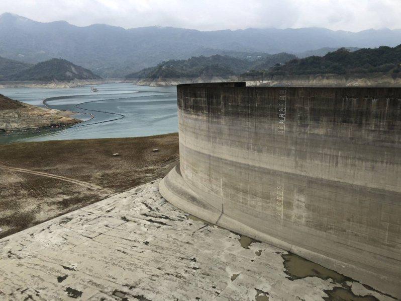 中央氣象局今天下午發布大雨特報,台南雖出現降雨,但主要水庫集水區雨量不大,預估助益有限。圖/南水局提供