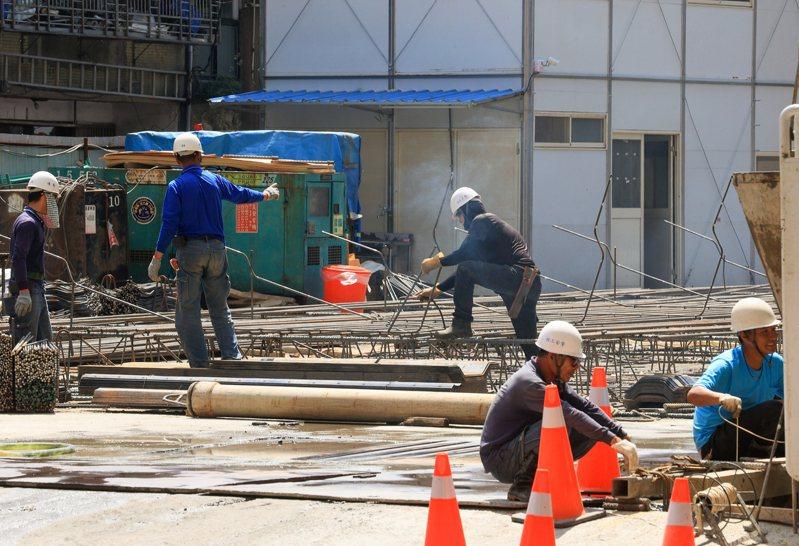 今年四月底經總統公布的「勞工職業災害保險及保護法」,已由行政院拍板,預計明年五月一日勞動節上路。 記者陳柏亨/攝影