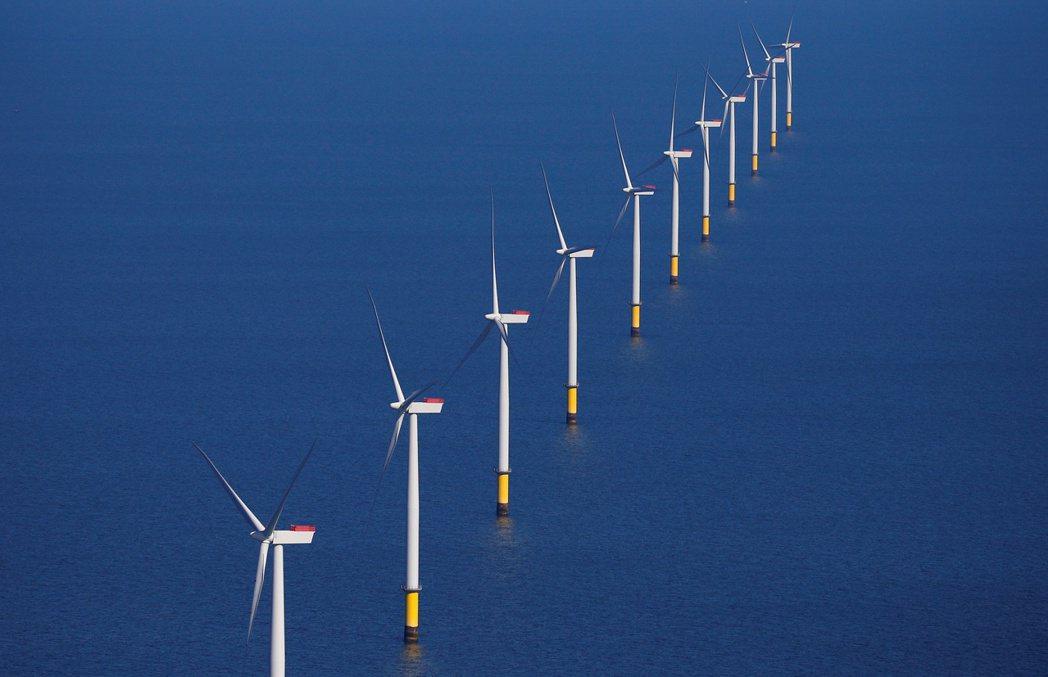 各國政府今年推出的離岸風電場標案數量與總發電容量,預料都將創新高。圖/路透