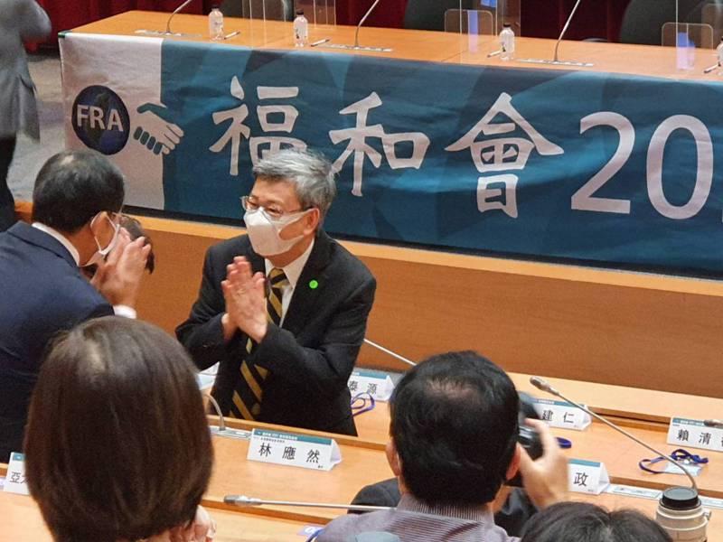 前副總統陳建仁出席「2021健保國是論壇」說,未來也可利用健保註記,來推動新冠肺炎疫苗接種,以提高接種率。記者楊雅棠/攝影