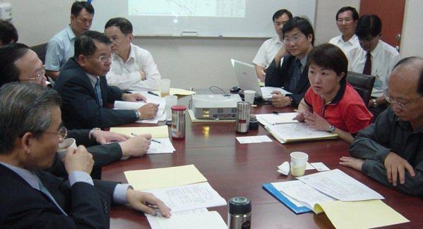 2008年,盧秀燕安排行政院與台中市政府團隊協商,決定興建台中捷運。圖/台中市政...
