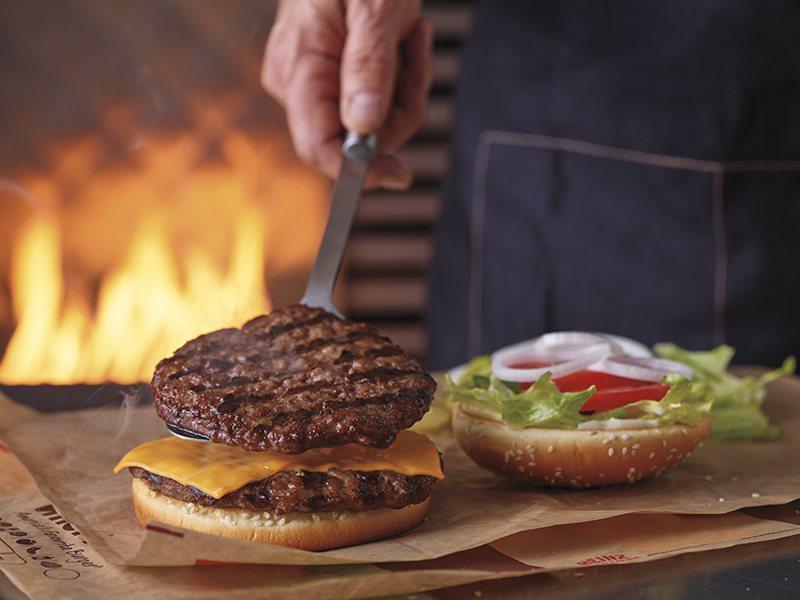 漢堡王推出加10元多1片4.4盎司火烤牛肉排的限時優惠。圖/漢堡王提供
