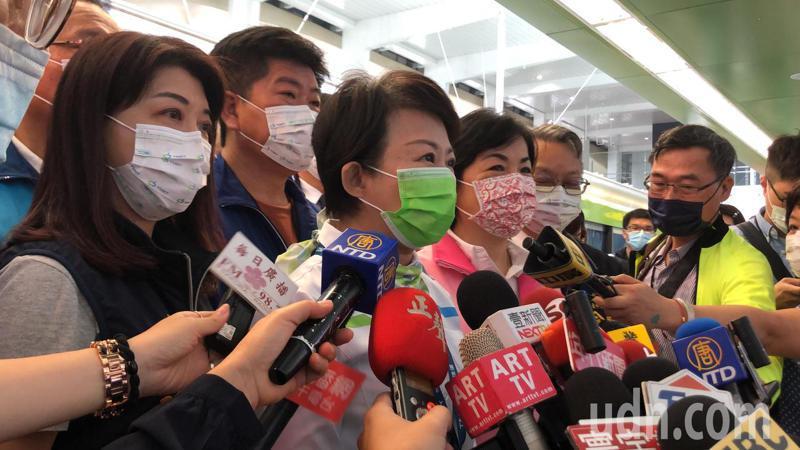 台中市長盧秀燕表示,被摔成重傷的孩子正在努力奮鬥,呼籲大家集氣加油。記者陳秋雲/攝影