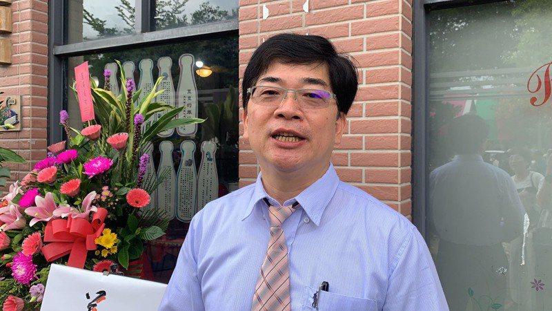 台南市新化美術協會今會員大會,由高雄科技大學企管系教授蔡定中擔任會長。圖/新化美術協會提供