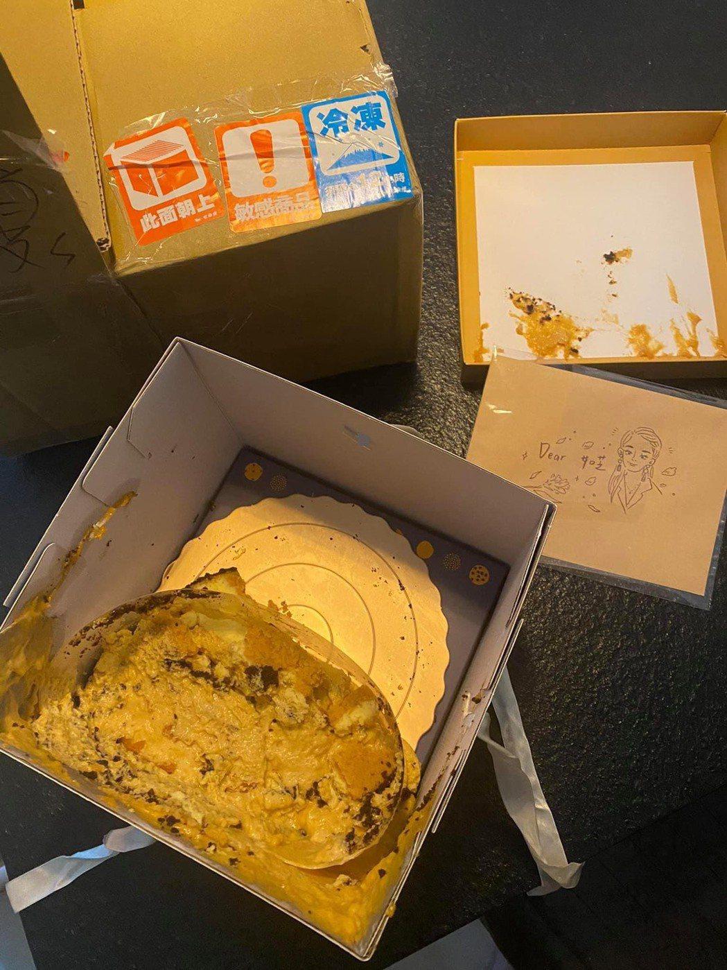 夏如芝收到人生第一個母親節蛋糕,打開包裹竟是整顆碎掉的慘狀。圖/摘自臉書