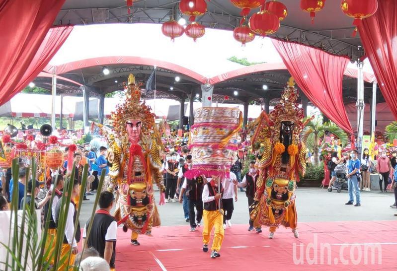 全國開台聖王鄭成功春祭在宜蘭舉行,3千多人參與盛會,各地宮廟到場上香。 記得戴永華/攝影