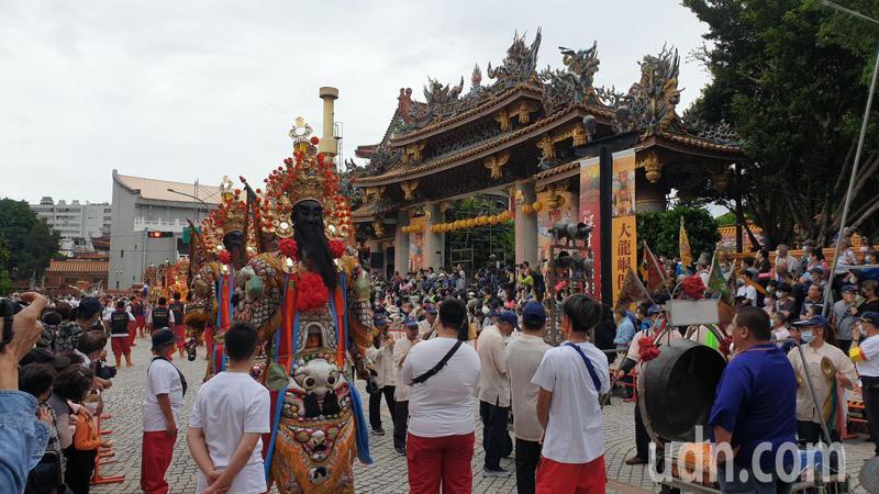 大龍峒保生大帝聖誕遶境三年一次,吸引上萬名信徒前往參加。記者胡瑞玲/攝影