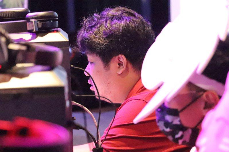 知名電競實況主「亞洲統神」今於總決賽現場擔綱表演賽嘉賓。記者吳亮賢/攝影