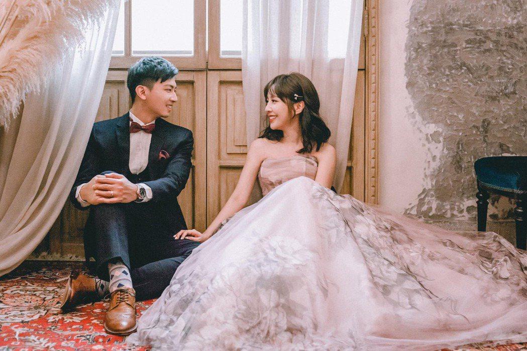 東森主播張佳如分享結婚喜訊。圖/摘自臉書