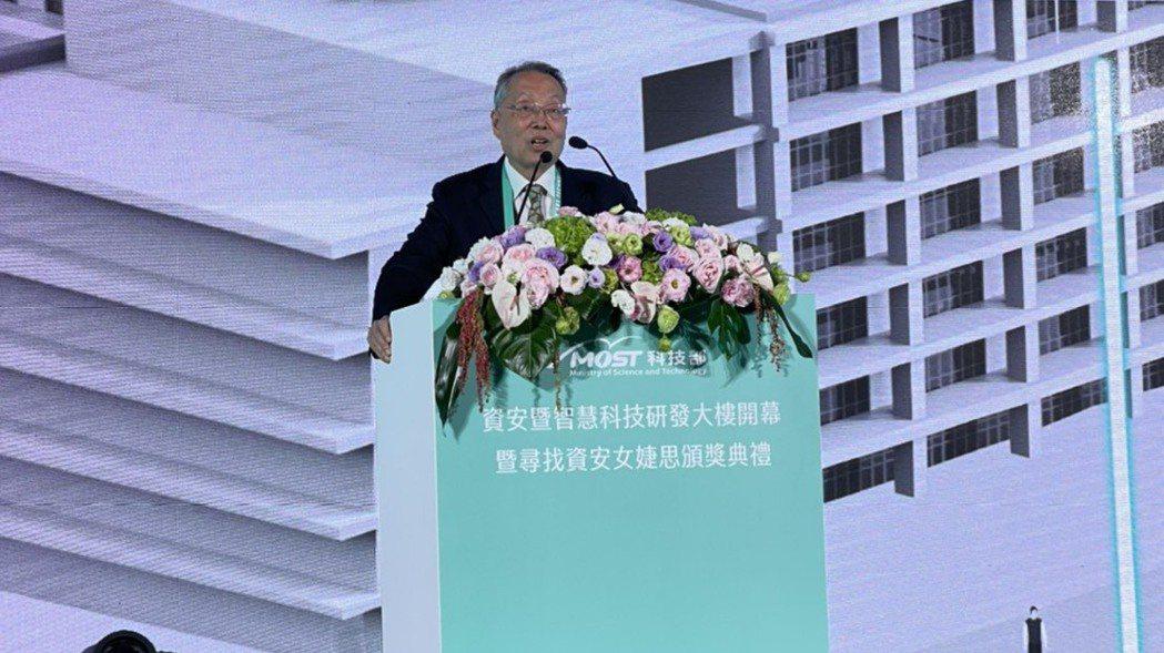 宏碁集團創辦人施振榮昨(24)日出席科技部於台南沙崙科學城的活動時指出表示,台灣...