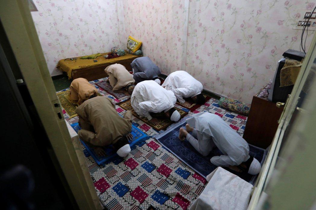 棕櫚油最大生產國印尼正指望4月13日展開的齋戒月期間,穆斯林透過視訊在晚間一起吃...