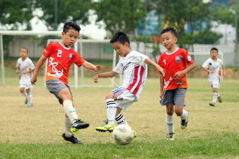 U8組冠軍賽戰況激烈。圖/迷你足球協會提供