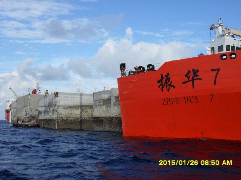 海巡署過去興建太平碼頭,將透過海運從台灣載運巨型混擬土方塊沉箱。圖/海岸巡防署提供