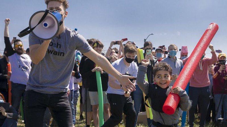 「Josh Swain Battle」的最終贏家由四歲的小喬許(Joshua Vinson Jr.)奪得。圖/取自@joshswainaz
