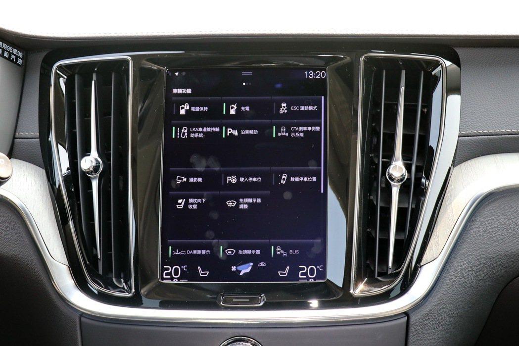 VOLVO V60 T8 Recharge配備豐富主動安全科技。 記者陳威任/攝...