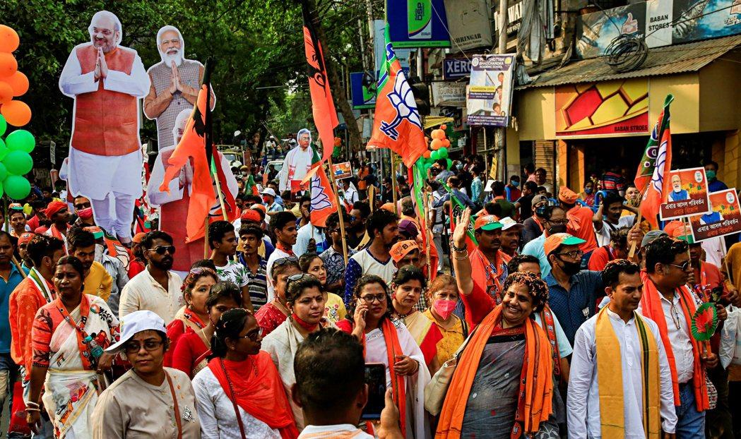 圖為4月5日,印度執政黨在西孟加拉邦的選舉集會。 圖/美聯社