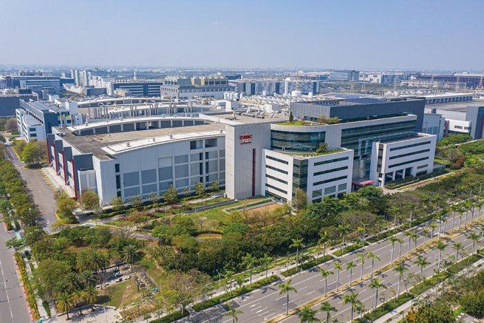 台積電投資南科超過1.2兆元,帶動整個善化與新市房市買氣,而隨著3奈米製程將在明...