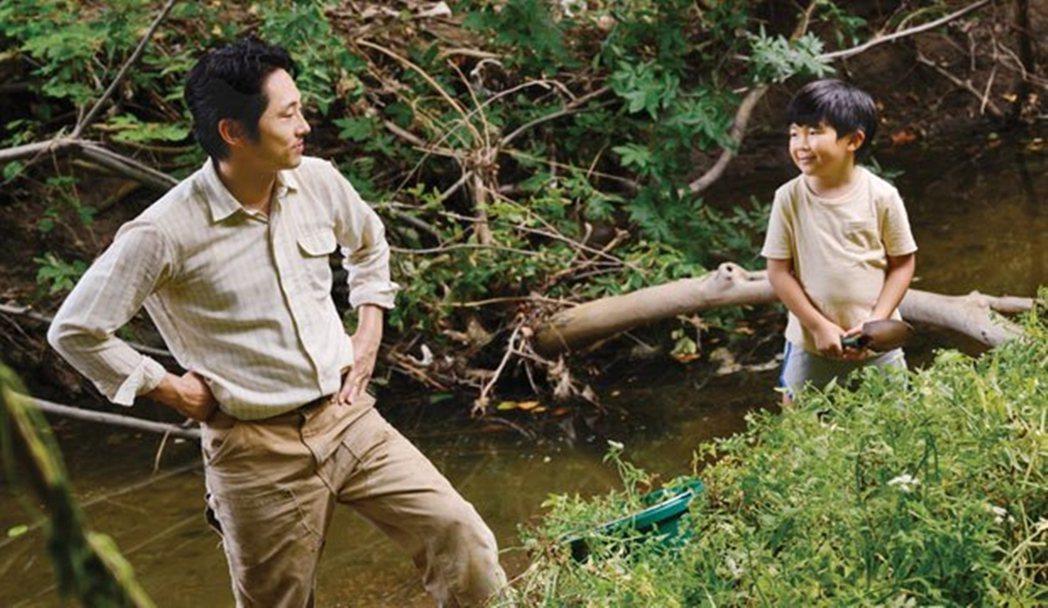 韓裔美籍導演鄭李爍改編家族移民故事完成的作品《夢想之地》,囊括包含金球獎最佳影片...