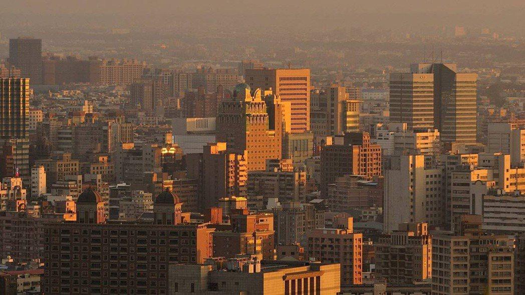 02.樂屋網提醒,若房子坐向是坐東向西,要注意太陽西曬問題(圖片來源:pixab...