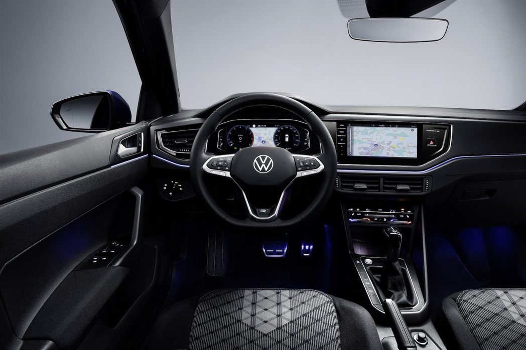 10.25吋數位儀表板與9.2吋中控螢幕(選配)升級後更富科技感。 圖/Volk...