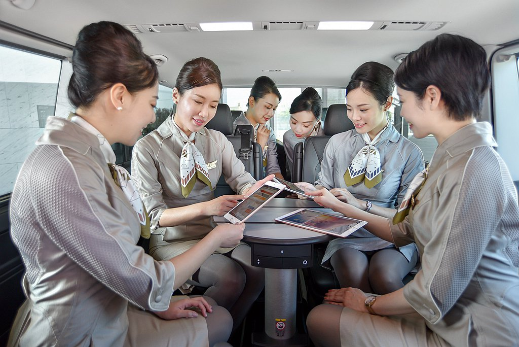 福斯商旅T6.1 Multivan長軸版提供獨立8人座配置,第二排座椅採獨立雙座...