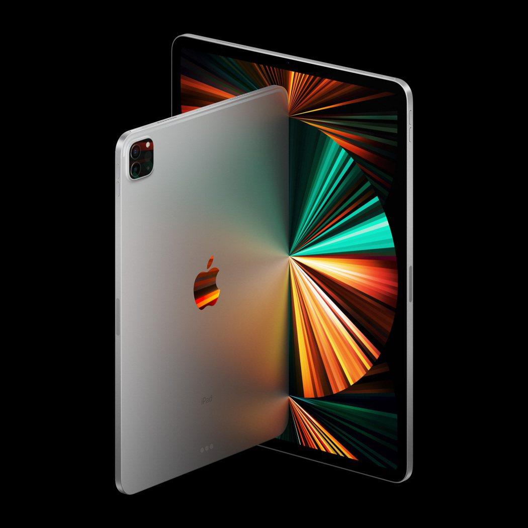 蘋果推出12.9吋iPad Pro,搭載 Mini LED 面板。(圖:蘋果提供...