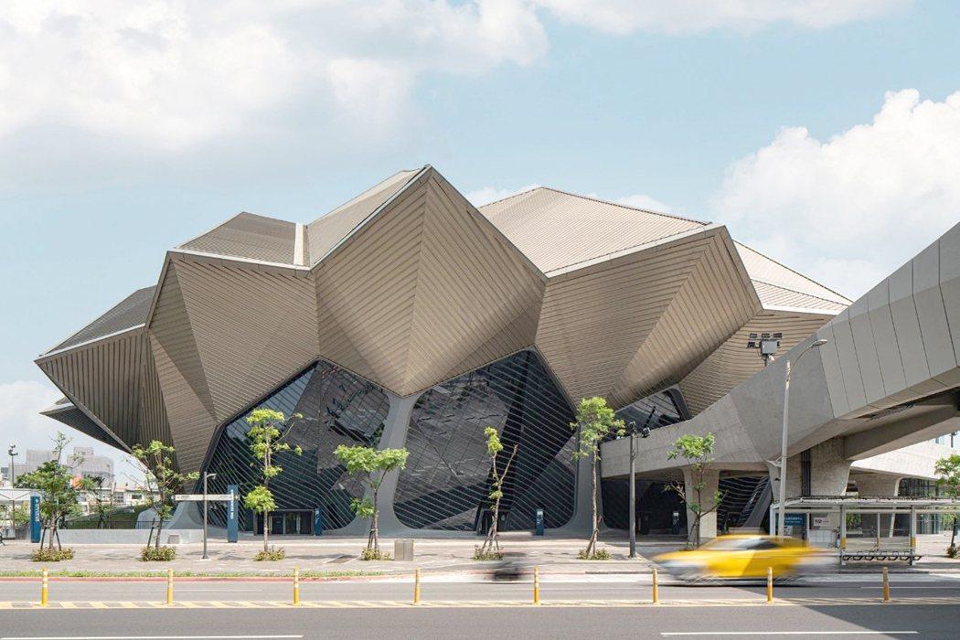 台北流行音樂中心去年9月落成啟用,讓南港住宅與商用不動產全面沸騰,壽險搶地開發、...