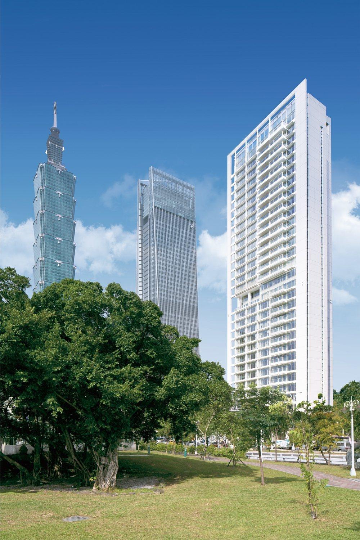 「琢白」的外觀到公設皆出於Richard Meier之手,大陸建設貫徹大師設計規...