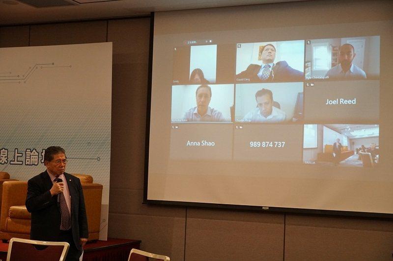 2020台美服務型機器人線上論壇主持人羅仁權理事。 智動協會/提供