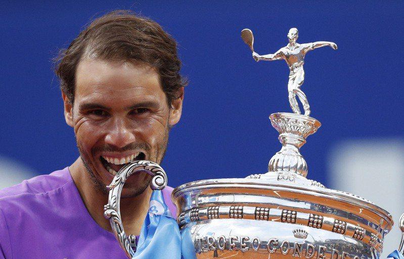 納達爾奪下生涯第12座巴塞隆納公開賽冠軍,世界排名將重返第2。 路透
