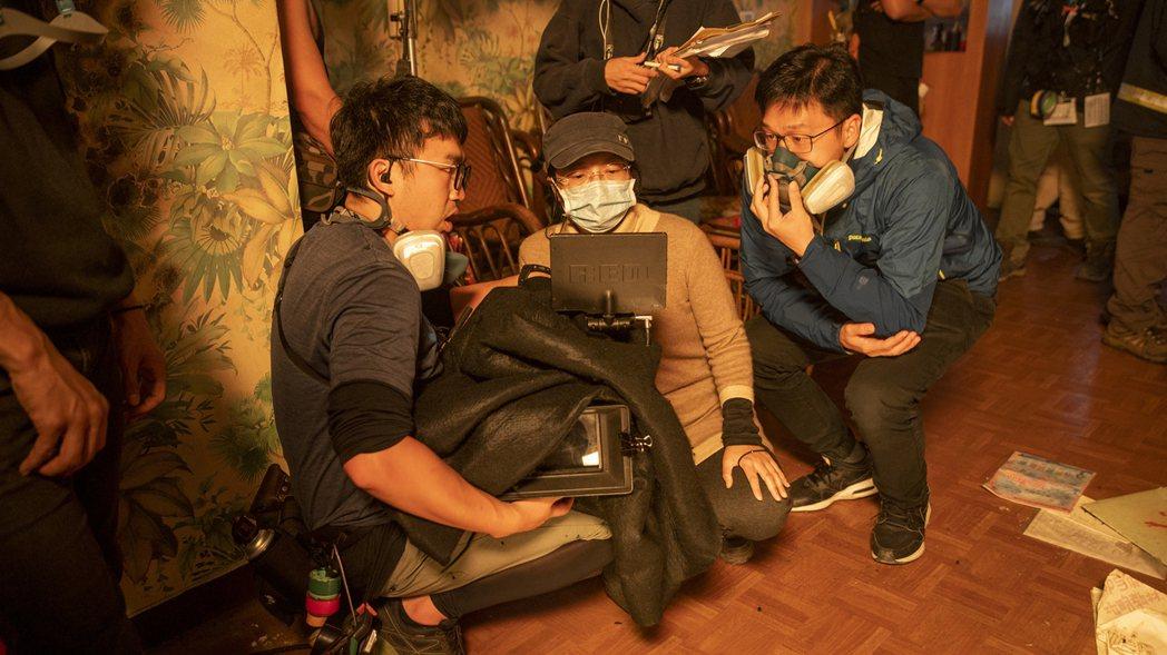 消防職人劇「火神的眼淚」真實呈現打火場景,導演蔡銀娟(中)盼透過戲劇讓民眾更瞭解...