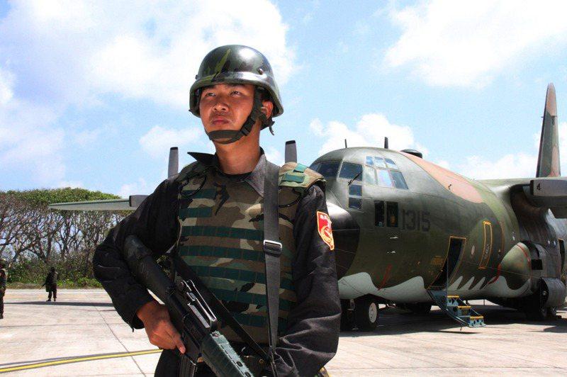 海巡東沙指揮部與南沙指揮部持續與國軍駐島移訓部隊實施聯合操演,驗證反登陸作戰能力。記者洪哲政/攝影