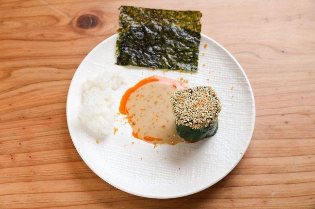 李姝慧版本的菠菜拌鮪魚。記者李政龍/攝影