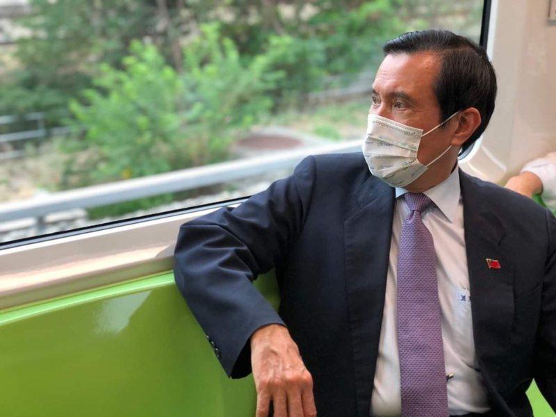 前總統馬英九體驗台中捷運。圖/取自馬英九臉書