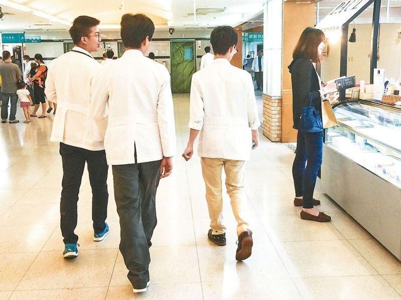 全國醫學系學生,至少有兩成至三成的父母是醫師,其中不乏公費生。圖/聯合報系資料照片