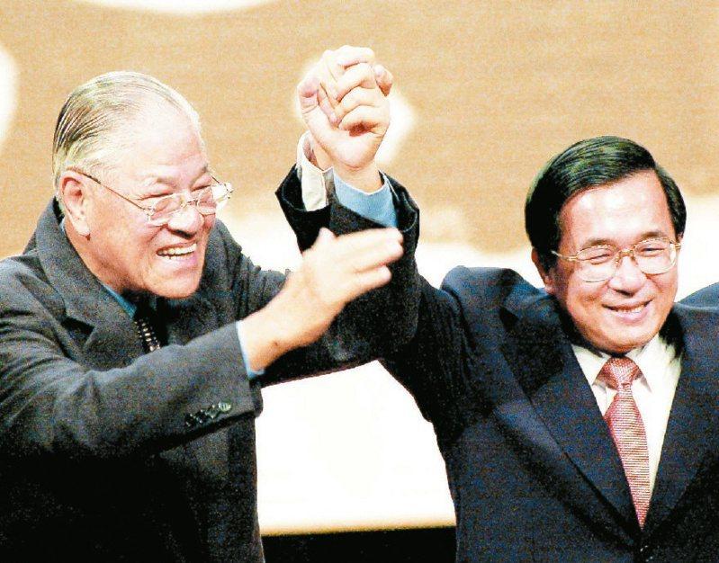前總統李登輝(左)及陳水扁(右)一度情同父子,後來為了國務機要費案,兩人關係幾近決裂。圖/聯合報系資料照片