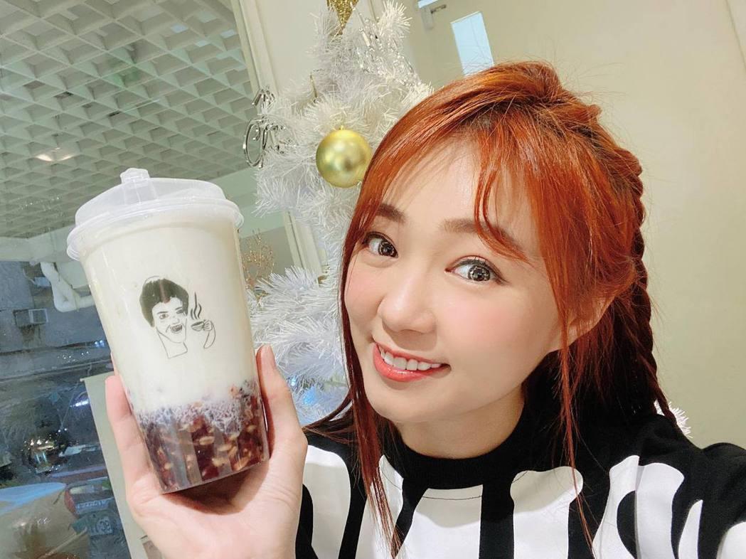 藝人詹子晴經營的手搖飲品牌「不要對我尖叫」原料被驗出農藥超標,目前已全下架。圖/