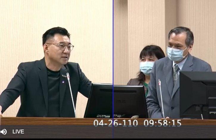 國家安全局長陳明通(右)上午以「近期東亞情勢發展暨對我影響」為題,赴立法院外交及...