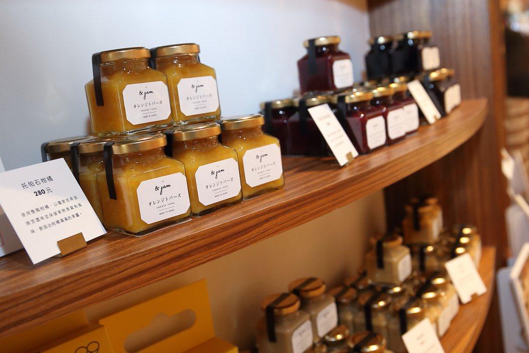 嵜本店內供應有15款風格各異的抹醬與果醬。記者陳睿中/攝影