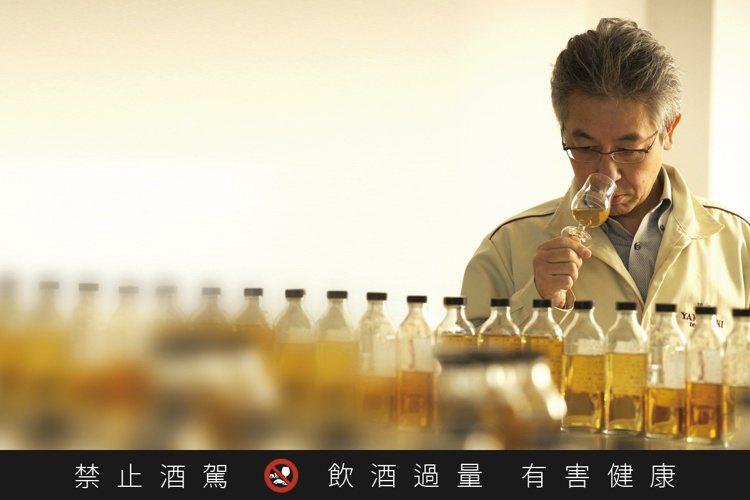 AO碧由三得利威士忌首席調酒師福與伸二操刀。圖/賓三得利提供。提醒您:禁止酒駕 ...