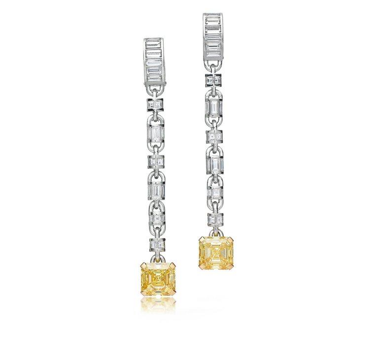 Andra Day配戴Tiffany鉑金與18K金鑲嵌黃鑽與鑽石耳環,價格店洽。...