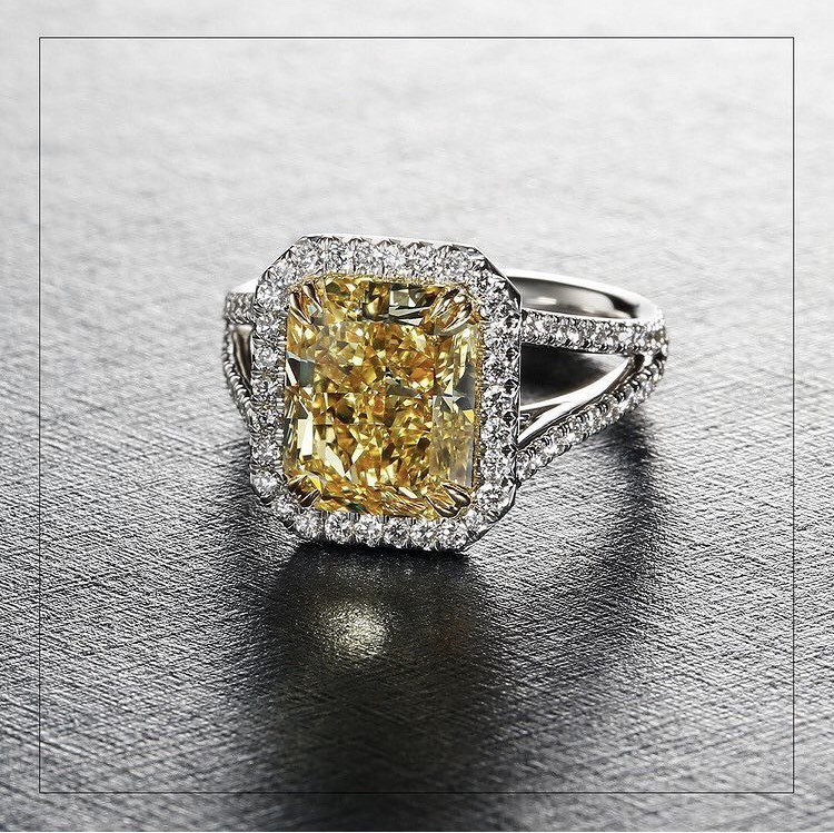 Amanda Seyfried配戴Forevermark的黃鑽戒指。圖/取自IG...