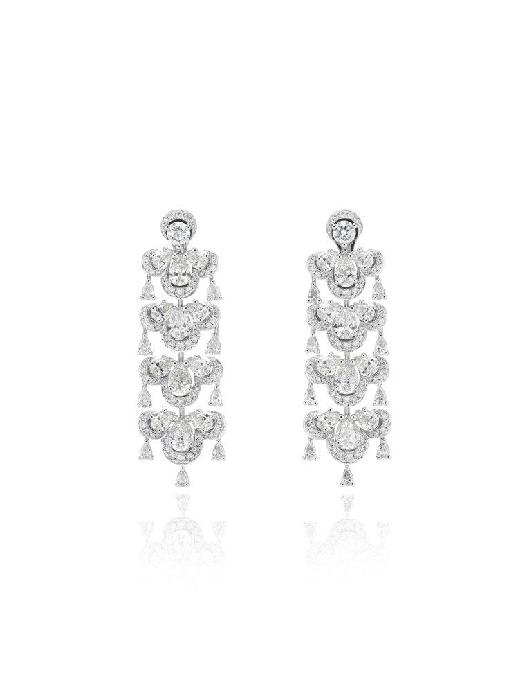 奧莉薇亞柯爾曼配戴的蕭邦Precious Lace系列18K白金鑲鑽耳環,鑲嵌 ...