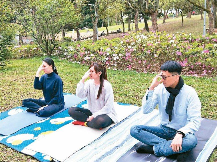 第5組:左右鼻孔呼吸交替法。攝影/李懿哲