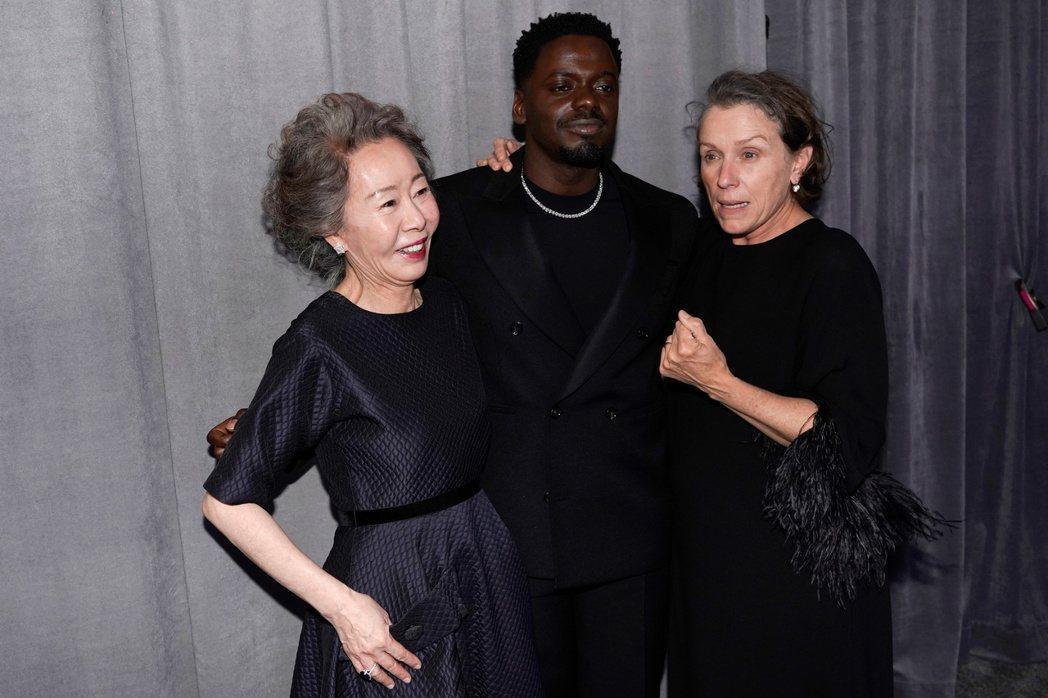 今年奧斯卡演技獎得主包括尹汝貞(左起)、丹尼爾卡盧亞與法蘭西絲麥朵曼是不同人種大...