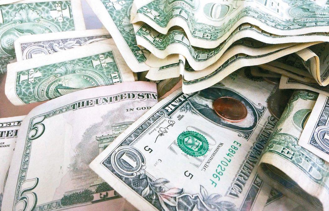 投資級企業債券買盤轉強,單周吸金擴大至124.4億美元,推升連續吸金周數至第六周...