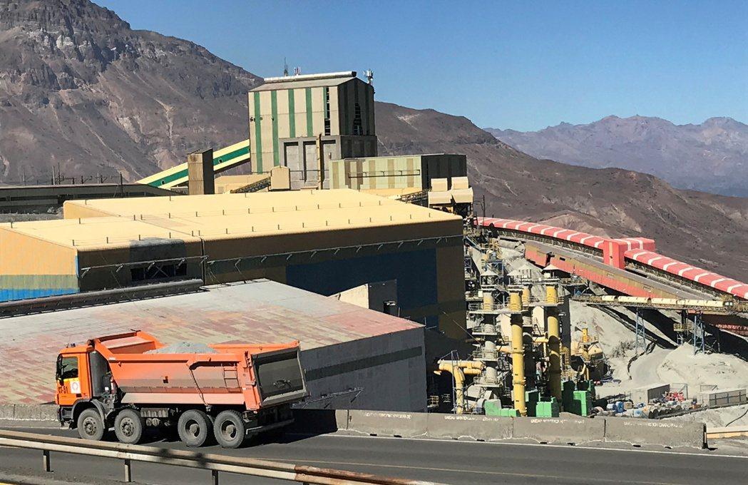 銅價持續上漲動能,可望挑戰每噸1萬美元大關。圖為智利銅礦區。路透